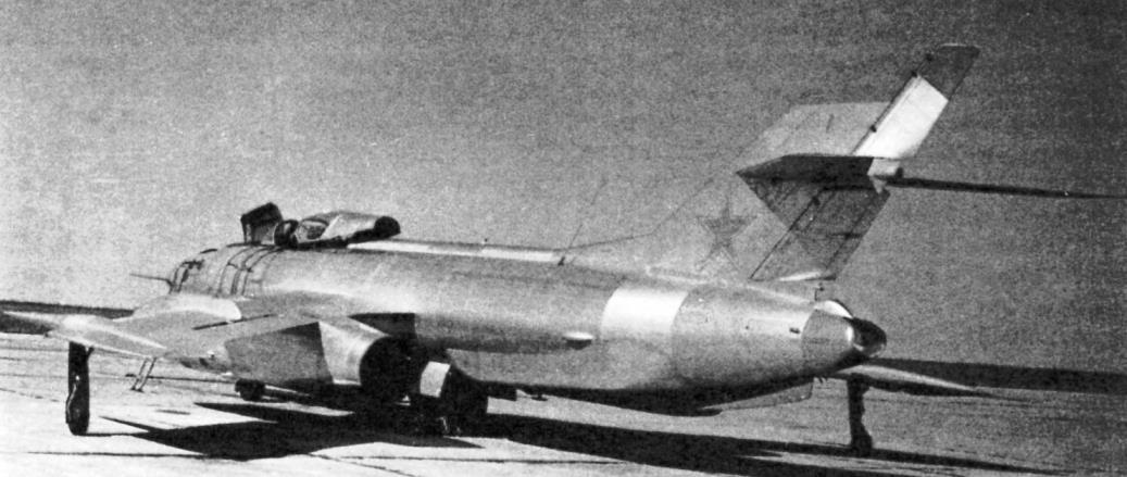 Як-27Р с разведывательно-корректировочной аппаратурой «Буревестник» в хвостовой части фюзеляжа