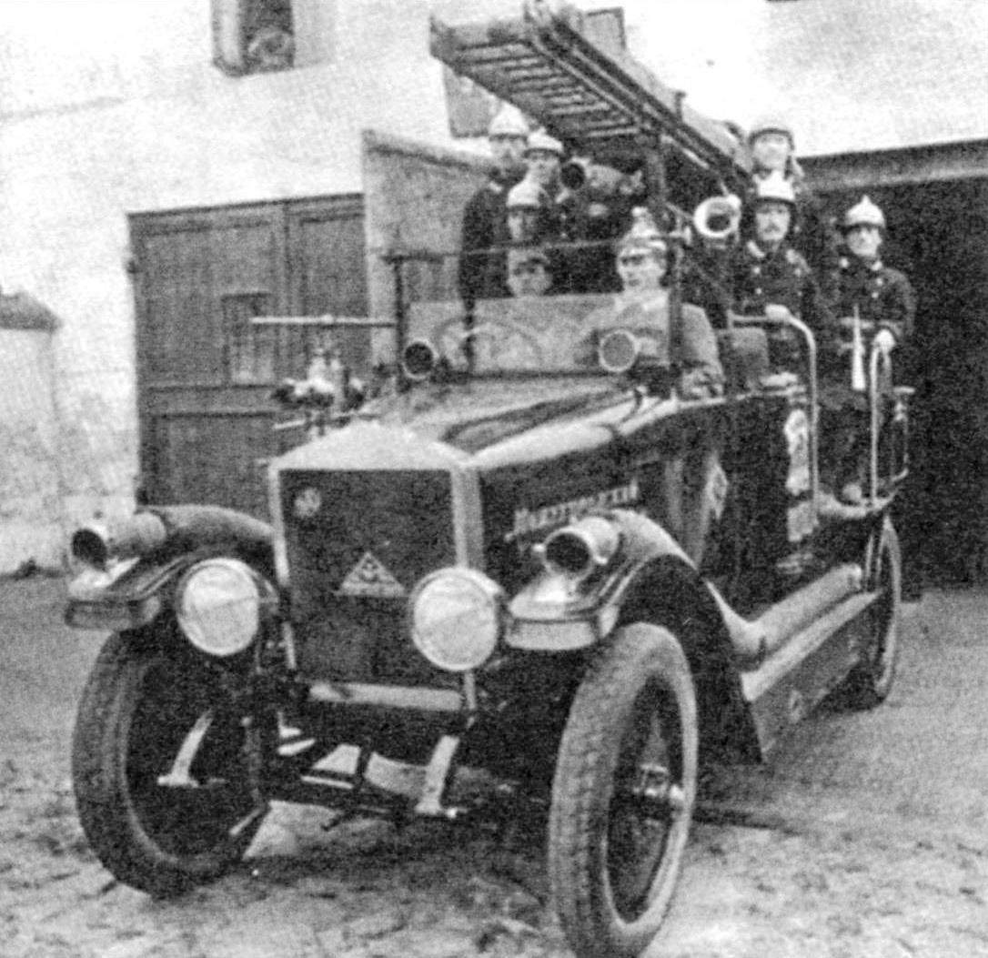 Новгородские пожарные на АМО-Ф15, 1930 г.