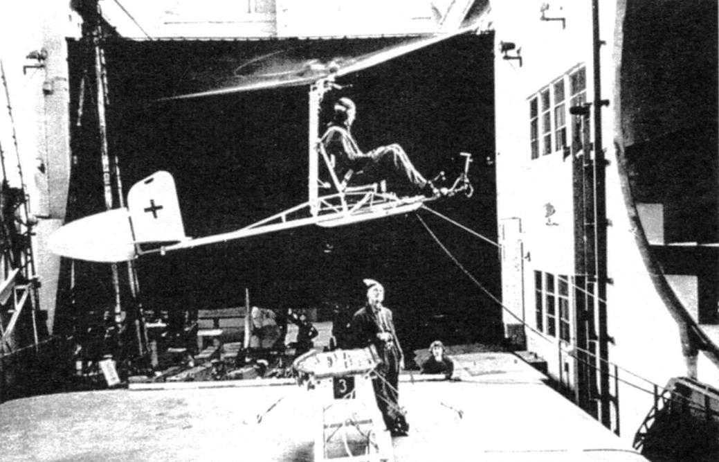 Fa-330 с пилотом продувается в аэродинамической трубе в г. Голайс-Медон