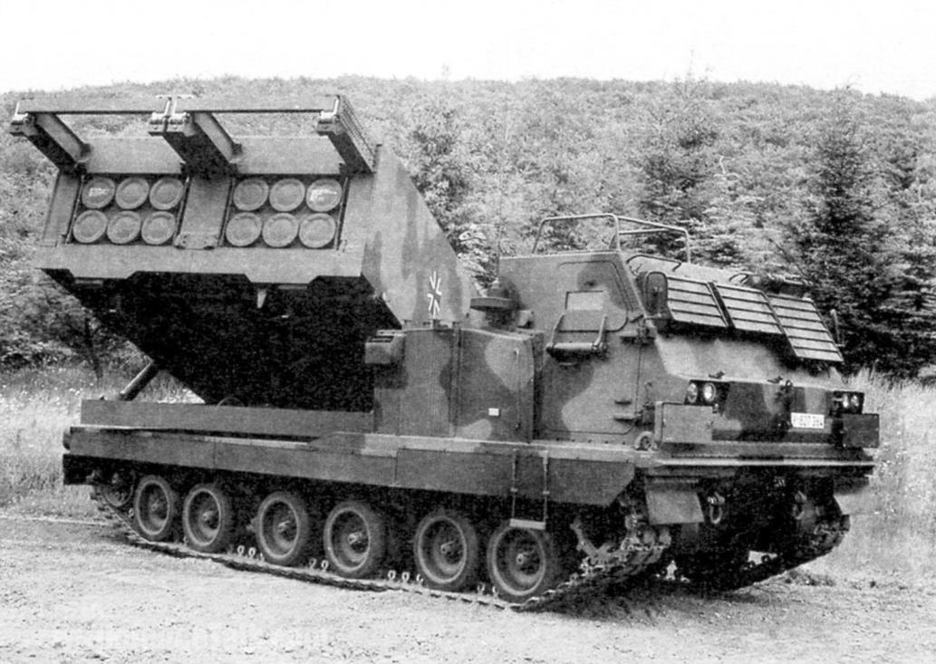 РСЗО М270 MLRS армии ФРГ на тренировочном полигоне