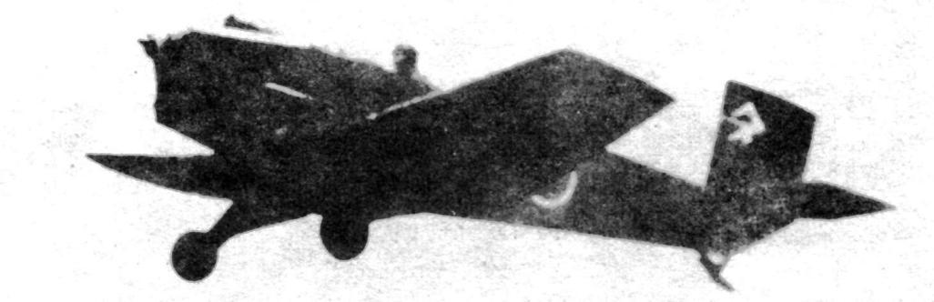 Самолёт «Та-Го» со сложенными крыльями. Складное крыло позволяло прятать машину тоннелях и подобных укрытиях. Самолёт имеет прямую трубку ПВД