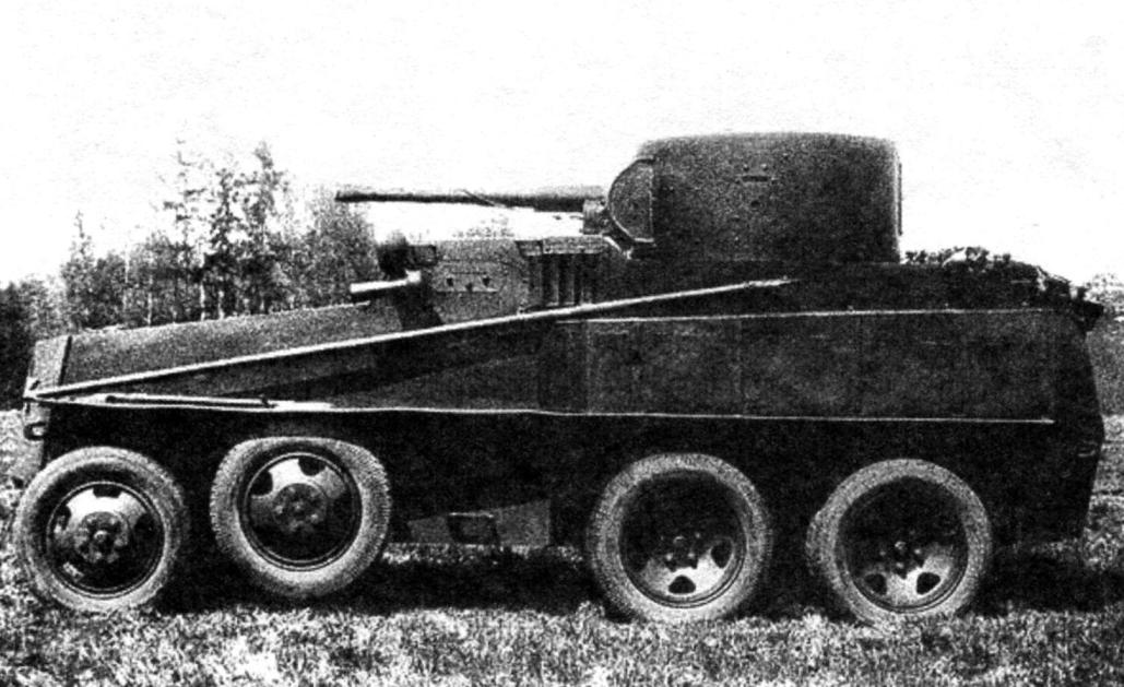 Плавающий бронеавтомобиль ПБ-4. Вооружение - 45-мм танковая пушка 20К, два 7,62-мм пулемёта