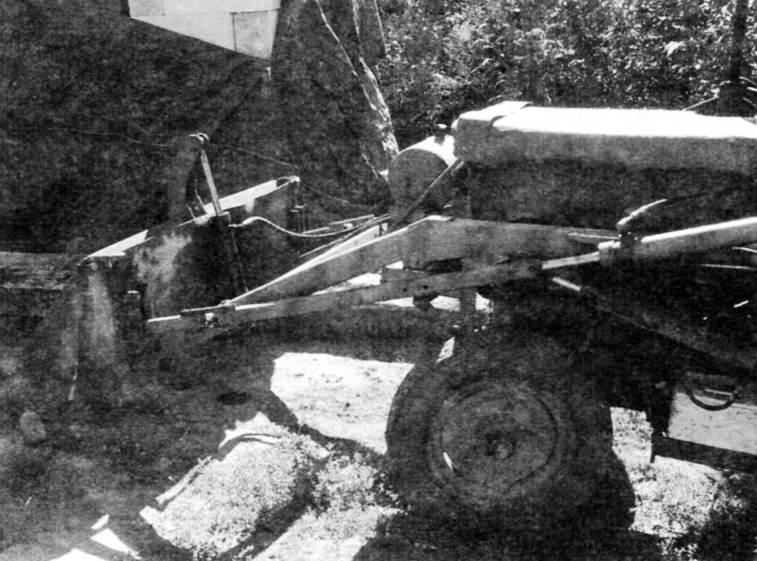 Фрагмент конструкции погрузчика. Вид слева