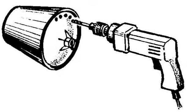 Removal of the bottom of the drum with a drill