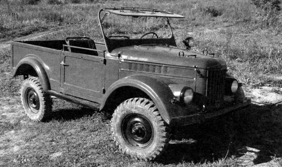 УАЗ-69 в двухдверном варианте с поднятым лобовым стеклом и широкой пассажирской дверью Ульяновского автомобильного завода