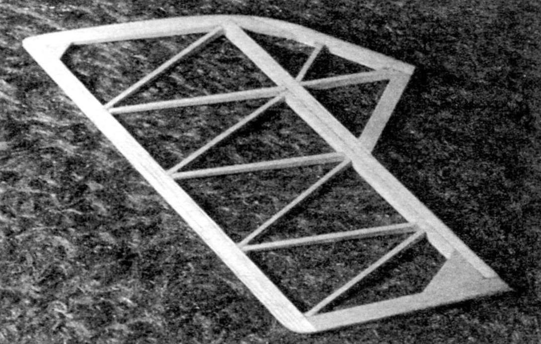 Облегчённый цельнобальзовый киль с лонжероном, усиленным сосновой рейкой