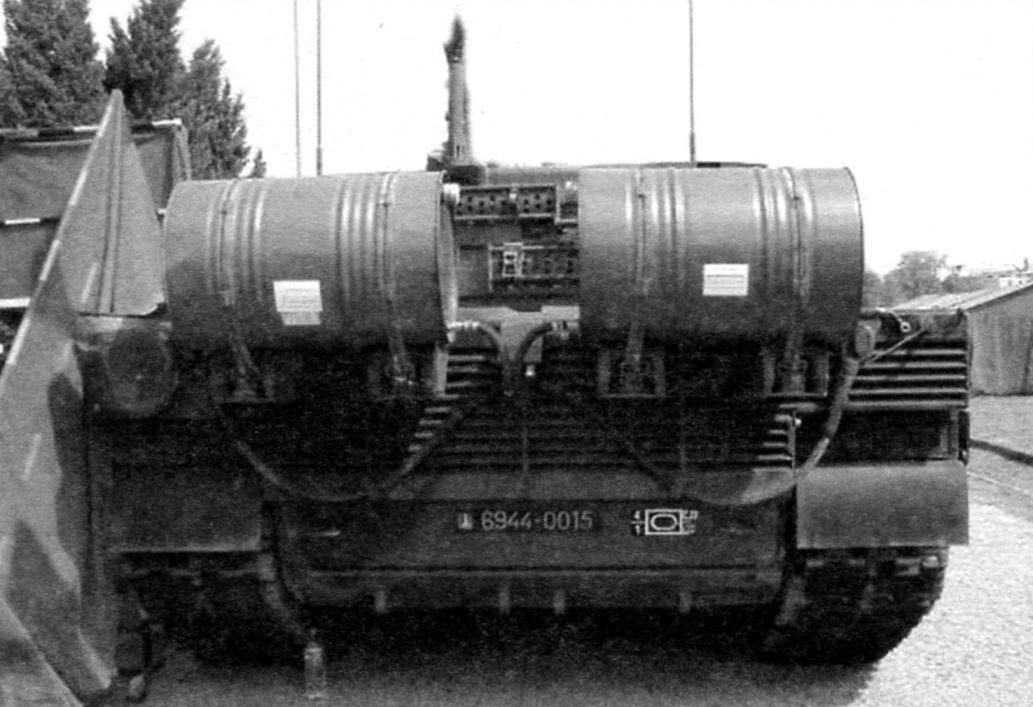 Корма танка с дополнительными наружными топливными баками объёмом по 225 л