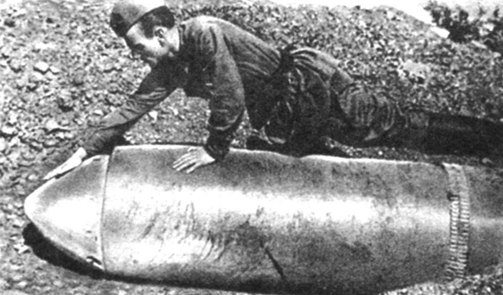 Unexploded heavy concrete-piercing shell. Weight 2170 kg, explosive charge - 350 kg, muzzle velocity of 220 m/s Sevastopol. June 1942