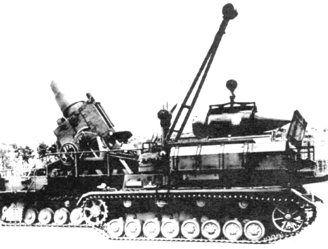 САУ типа «Карл» и транспортно-заряжающая машина на огневой позиции