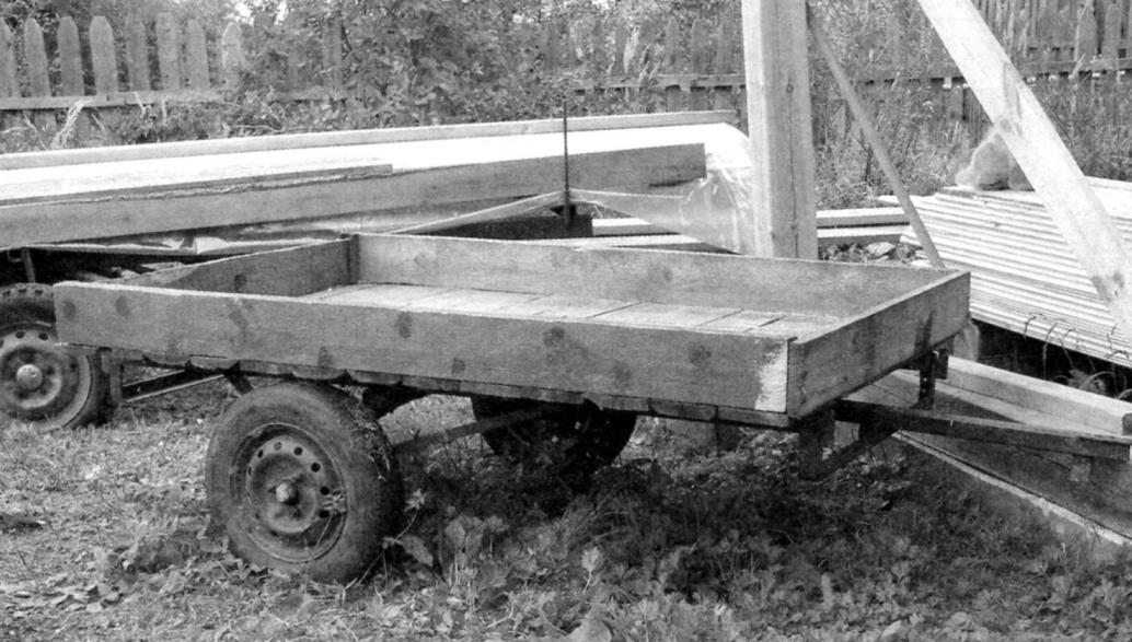 Semitrailer with load capacity of 500 kg with the frame from old bed with tubular grid