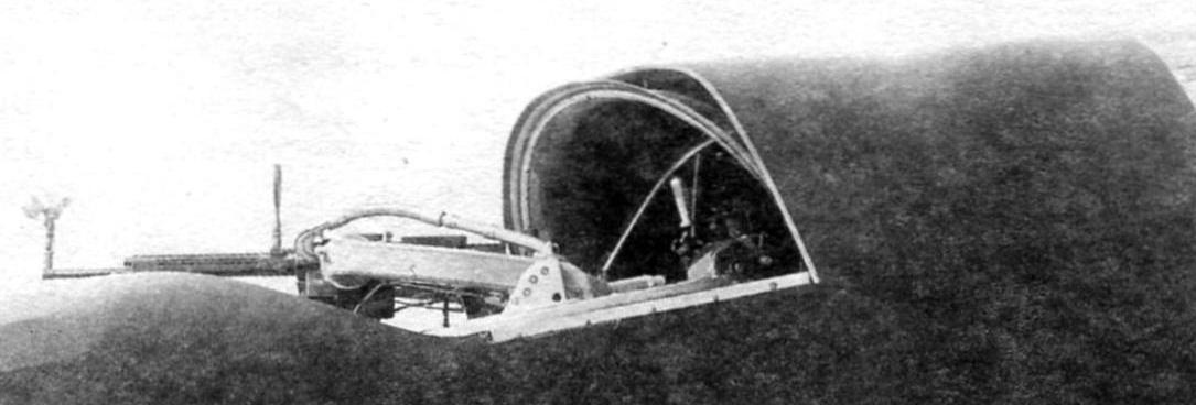 Cabin radio operator-gunner with the machine gun ShKAS