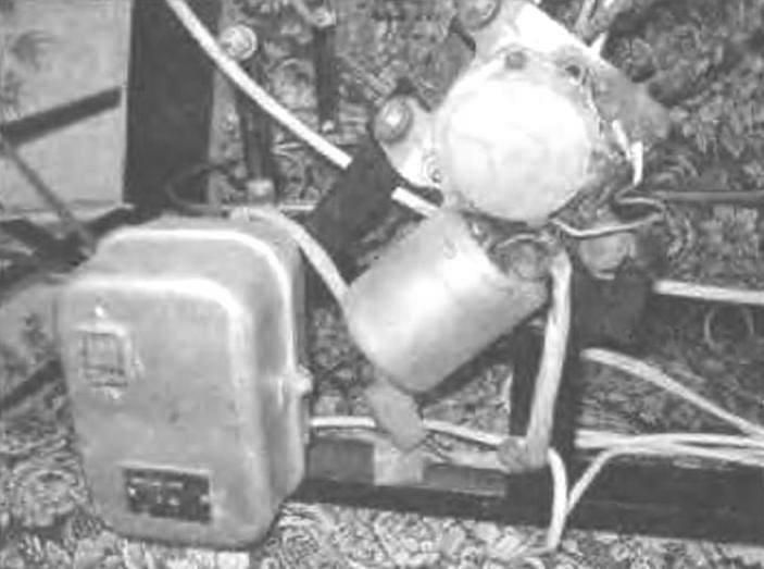 Привод карусели (электродвигатель и редуктор)