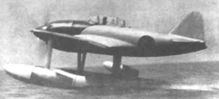 Взлёт первого прототипа N1K1. Вид сзади.