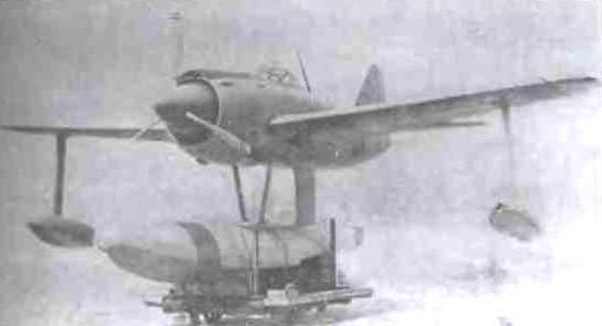Второй прототип N1K1. Винт стал одинарным, трёхлопастным. На капоте, над коком, появился небольшой воздухозаборник для маслорадиатора