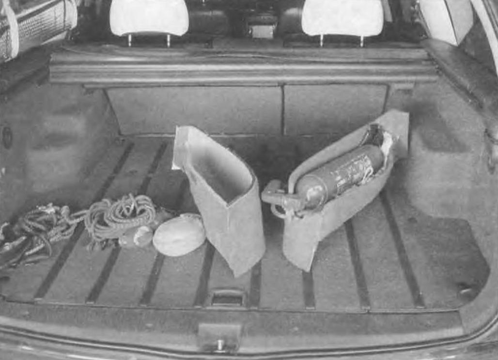 При необходимости, чтобы достать со дна какую-то «мелочевку», рундуки легко демонтируются со своих мест
