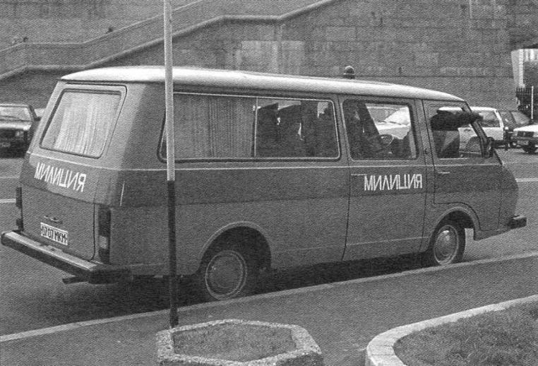 Кузов микроавтобуса позволял размешать в нем не только пассажиров, но и криминалистические лаборатории