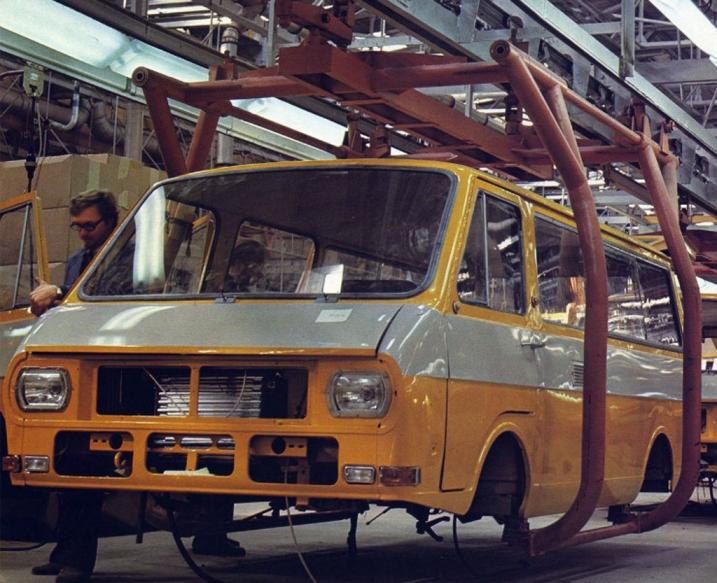 Кузов РАФ-2203 на конвейере автозавода в Елгаве