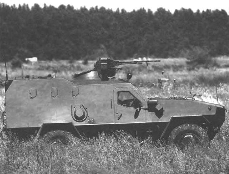 Броневик «Дозор-Б». Боевая масса машины - 6,3 г, мощное м. двигатели - 190 л.с., максимальная скорость - 120 км/ч, экипаж - 3 человека и 8 десантников