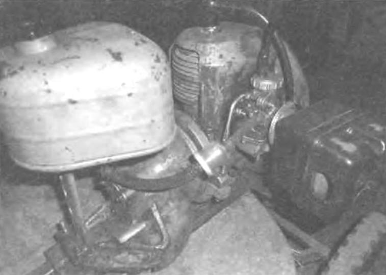 Топливный бак, карбюратор и воздухоочиститель