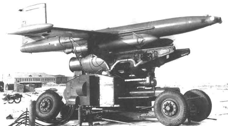 Ла-17M на транспортно-пусковой тележке