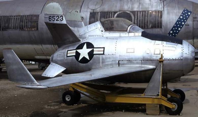 Окончательный вариант XF-85 на транспортной тележке