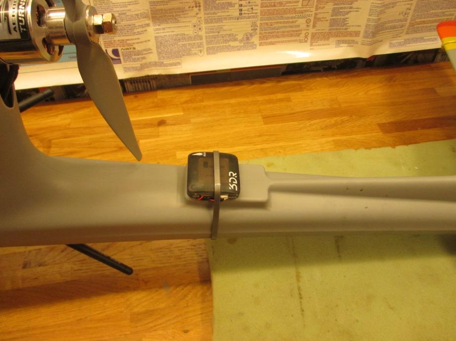 Шаг 5: Установка GPS и трубки Пито