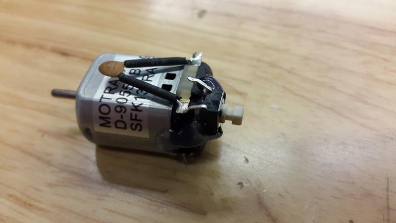 Шаг 2: Подключаем переключатель