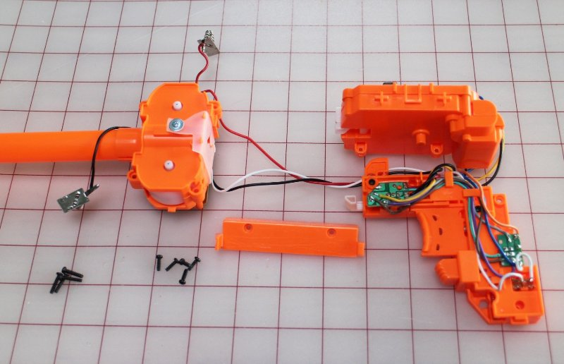 Шаг 5: Модификация игрушечного автомата. Часть 4