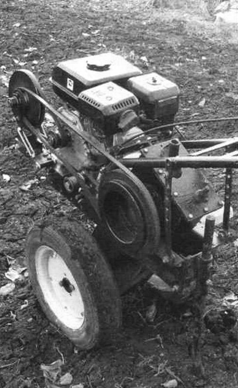 Самодельный мотоблок. В фаркопной втулке установлен тормоз, применяемый при работе с почвообрабатывающими фрезами