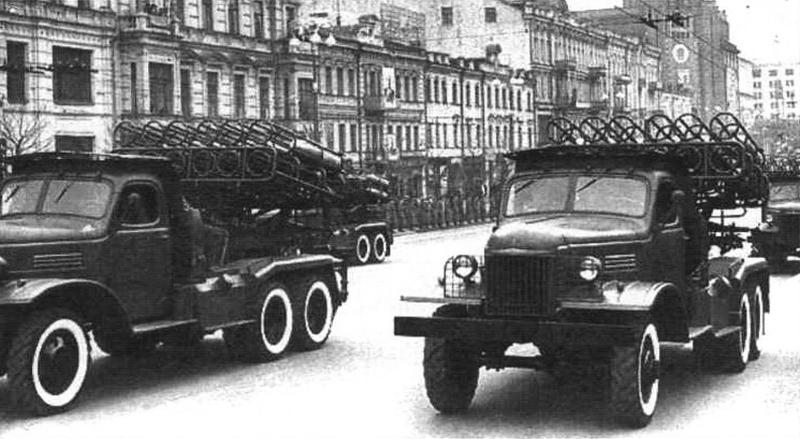 Автомобиль завода имени Сталина, на шасси которою изготовили БТР-152