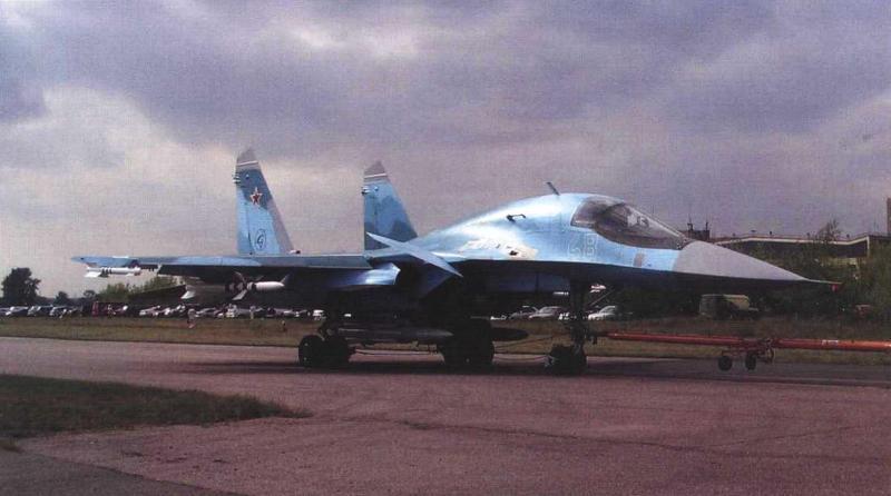 Буксировка Су-34 (Т10В-8) после полетов