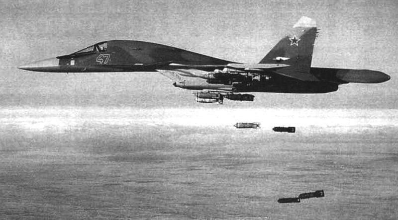 Бомбометание на полигоне с самолета Су-34 (Т10В-7)