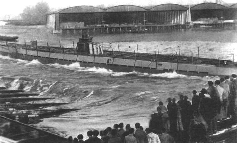 Спуск лодки типа IXB на воду