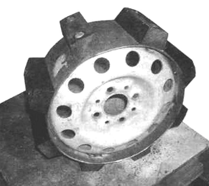 Приводное переднее зубчатое колесо гусеницы с зубьями из ПНД