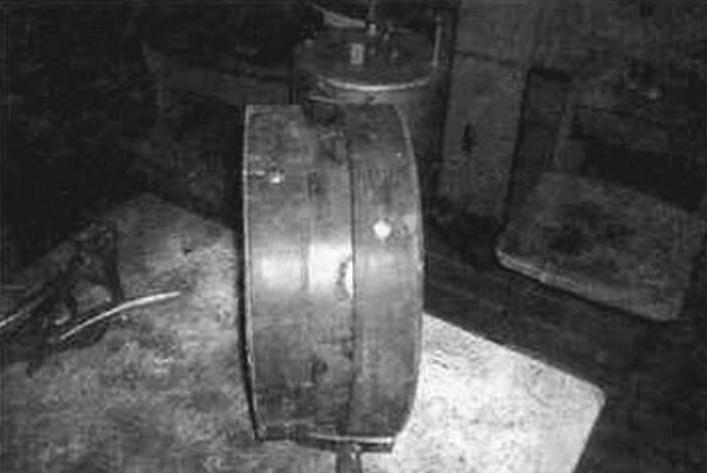 Натяжной каток с бандажом из двух полос транспортерной ленты