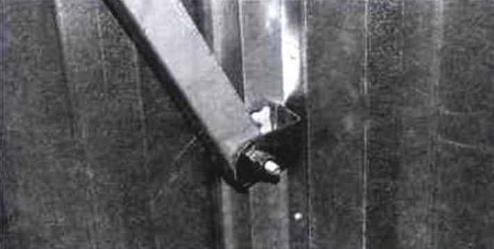 Кронштейн шарнирного крепления рычага к воротам