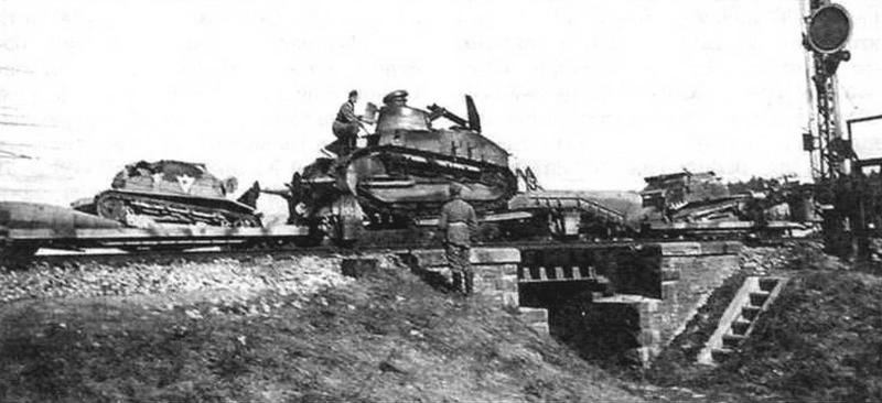 Взвод бронедрезин в составе бронепоезда, состоявший из двух ТК и одной R -«ТК+R + ТК»