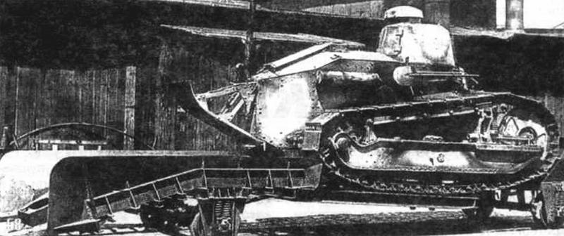Бронедрезина R с танком FT-17. Масса - 10 500 кг, длина - 8110, скорость - 55 км/ч