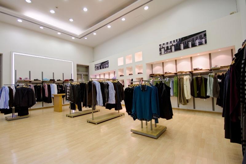 Торговое оборудование для одежды и его виды