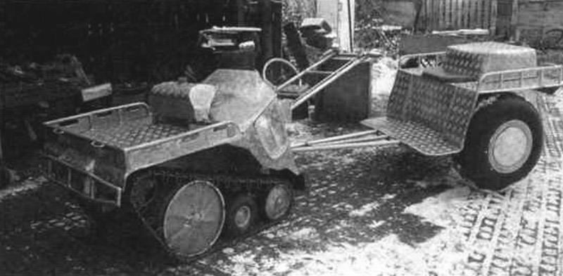 Гусеничный тягач-«собака» с колесным одноосным прицепом с сиденьем-козлами