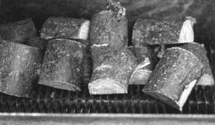 Укладка сырых чурок плодовых деревьев в электронагреватель на оребрение ТЭНов