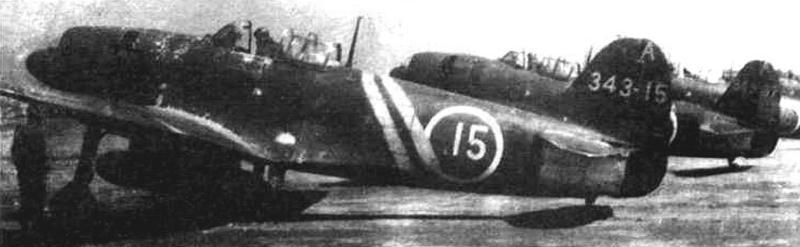 Шиден Каи с бортовым номером 343 А-15 летал в составе 301 хикотая 343 кокутая. Исгребитель числился за командиром 301 хикотая, ветераном боев на Марианских островах и на Филиппинах, одержавшим 25 побед, капитаном Канно. На заднем плане самолет с номером 343 А-37. База Матцуяма, 10 апреля 1945 г.
