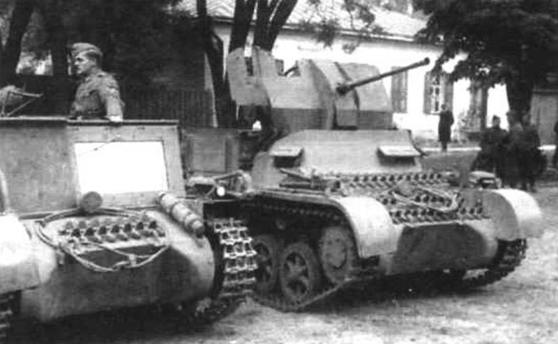 Flakpanzer I (справа), слева - транспортер боеприпасов Much.I Ausf.A