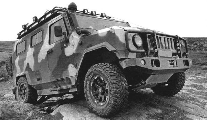 Легкий штурмовой автомобиль ЛША «Скорпион» с жестким кузовом, на крыше установлен багажник