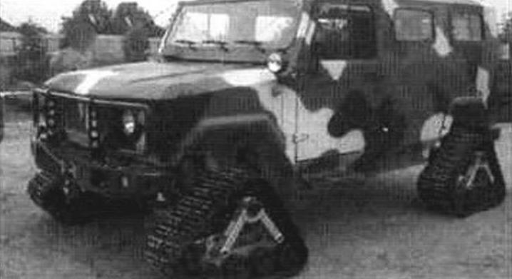 Возможна гусеничная модификация «Скорпиона». Вместо колес у машины четыре гусеничных движителя треугольной формы, замена может производиться экипажем за 26 - 30 минут
