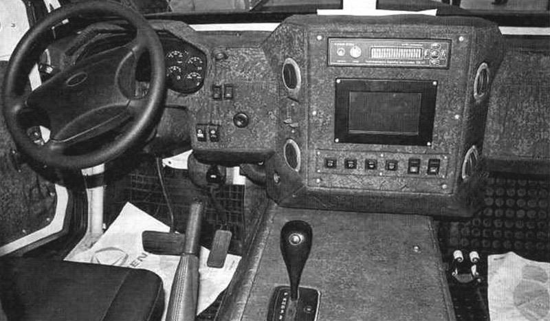 Панель управления автомобиля. В правой ее части находится бортовой вычислитель