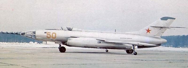 Первым опытный экземпляр Як-26 с радиолокационным прицелом РБП-3 и без кормовой артиллерийской установки