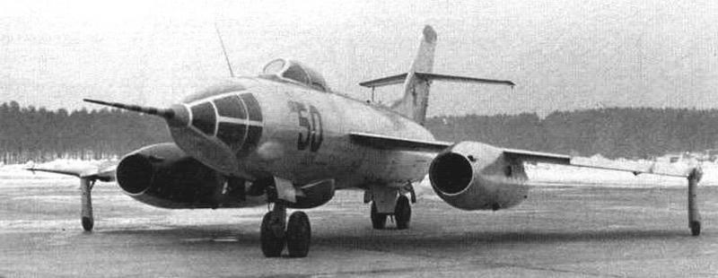 Третий опытный экземпляр Як-26 с радиодальномерной станцией «Лотос» и без кормовой артиллерийской установки