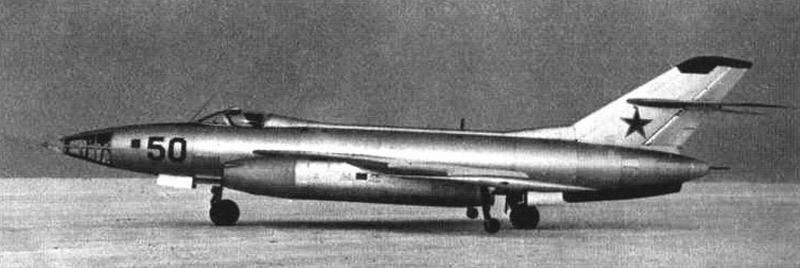 Первый опытный экземпляр Як-26 с радиолокационным прицелом РБП-3, с кормовой артиллерийской установкой и перископическим прицелом летчика