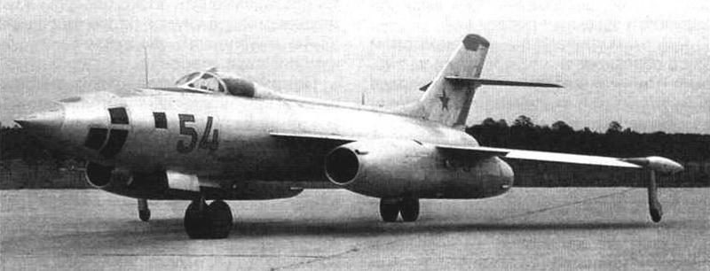 Третий опытный экземпляр Як-26 с радиодальномерной станицей «Лотос», с кормовой артиллерийской установкой и перископическим прицелом летчика